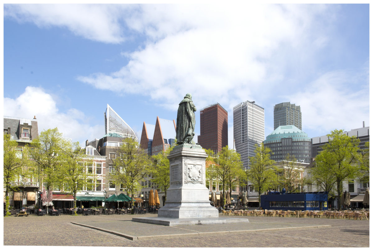 Uitreiking Tweede Basisinkomen Nederland door Liesbeth van Tongeren (Groen Links, Tweede Kamer)
